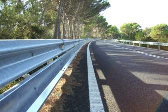 La Xunta de Galicia protegerá los guardarrailes de las carreteras con más accidentes de motoristas