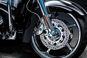Bloqueo del freno delantero en varios modelos Harley-Davidson