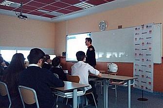 La Mutua Motera charla sobre seguridad vial en el Colegio Europeo de Madrid