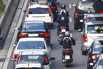 Barcelona firma un acuerdo ciudadano para reducir los accidentes de motociclistas