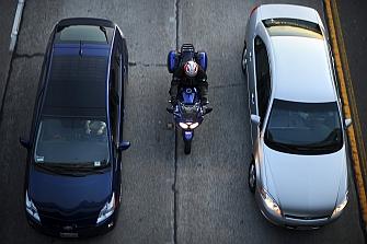 Estudio de la Universidad de California demuestra la seguridad de la conducción entre carriles