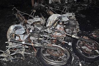 Cuatro motos aparecen quemadas en Granada