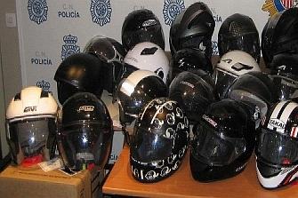 Cuarenta cascos recuperados a la espera de dueño
