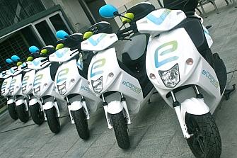 El alquiler de motos por minutos triunfa en Barcelona