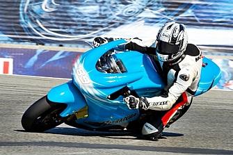Carmelo Ezpeleta quiere una auténtica competición de motos eléctricas