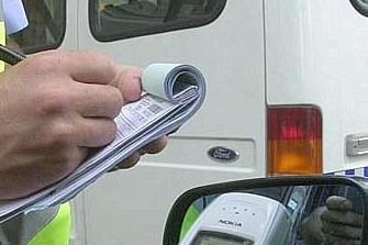 Un policía local exigía sobornos para retirar multas