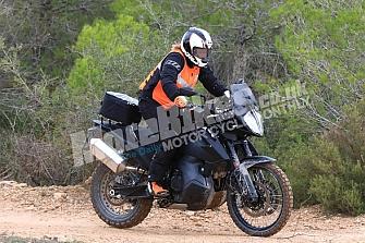 La KTM 790 Adventure R Prototipo ya rueda