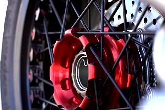 Problema en la rueda trasera de las MV Agusta Brutale 800 Dragster RR