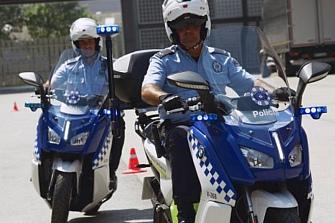 La Guardia Urbana de L`Hospitalet sustituye las motos por scooter eléctricas
