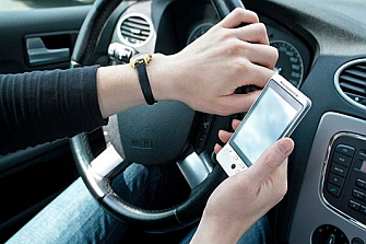 Los conductores tendrán que pagar los daños en los accidentes causados por el móvil
