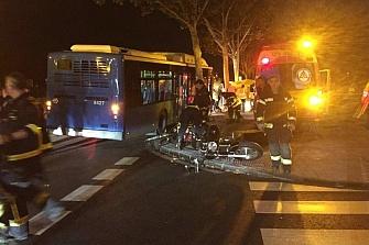 Muere un motorista tras chocar en el Puente de Vallecas