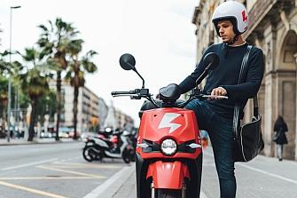 Las empresas de motosharing se unen contra el Ayuntamiento de Barcelona