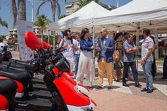 Gandía recibe las primeras unidades del motosharing de Acciona