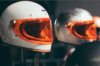 BMW Motorrad se alía con Hedon para una línea de cascos clásica