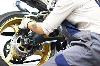 ¿Puedo llevar la moto al taller para pasar la revisión o hacer alguna reparación?
