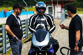 Emula, la moto eléctrica transformista que imita a las motos de combustión