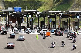 El Ejecutivo pide a la banca que asuma pérdidas en el rescate a las autopistas