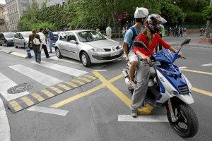 Casi 10.000 ciclomotores trucados circulan por Euskadi sin pasar la ITV
